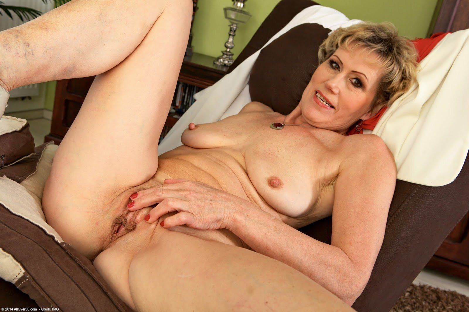 fucking her on her syde